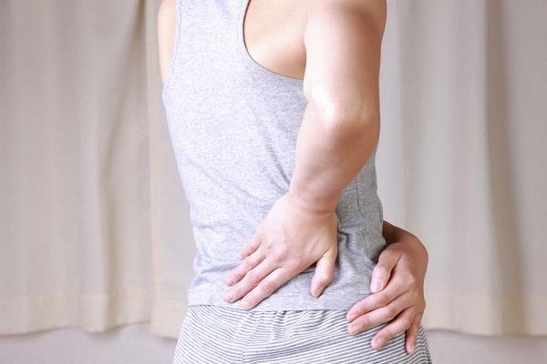 Nên cảnh giác với triệu chứng đau lưng bên phải gần mông