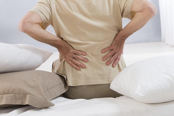 Đau thắt lưng khiến người bệnh đứng ngồi không yên