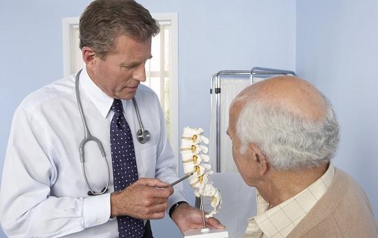 Điều trị thoái hóa cột sống cần tuân theo các hướng dẫn của bác sĩ chuyên ngành