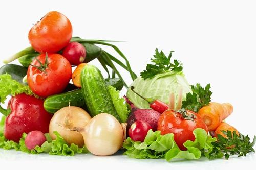 Rau xanh và các loại củ quả màu đỏ tốt cho xương khớp