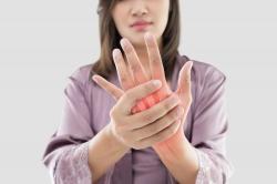 Cách phòng ngừa và điều trị viêm xương khớp ở tay bạn nên biết